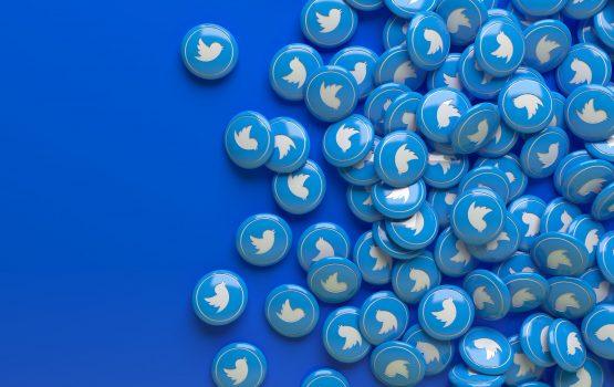 """تويتر تعتزم إتاحة ميزة """"اقرأ قبل إعادة التغريد"""" لجميع المستخدمين"""