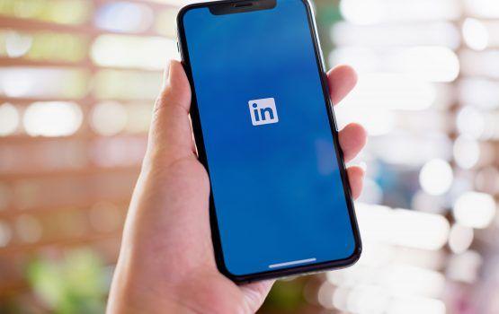 linkedin 1 555x350 1 - LinkedIn يحدث برنامج شركاء التسويق مع تخصصات جديدة